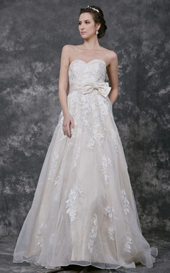sleeveless sweetheart a line organza gown with lace court train