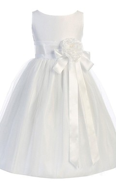 Sleeveless A-line Dress With Floral Sash and Pleats