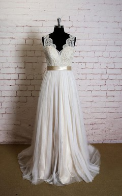 V-Neck Sleeveless Lace Top Wedding Dress With Champagne Lining