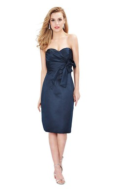 Sweetheart Knee-length Sheath Dress With Bow