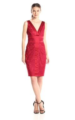 Sleeveless V-neck Lace Sheath Dress With V-neck