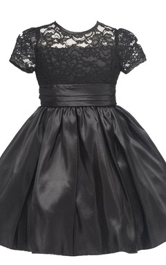 Short-sleeved Short Dress With Lace Bodice