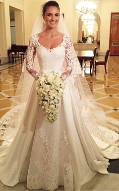 Elegant Scoop Long Sleeve Wedding Dress With Lace Appliques
