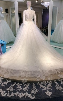 Romantic Scoop Long Sleeve Lace Bridal Gown With Cathedral Train