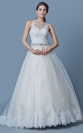 Chic Lace-trimed A-line Tulle Gown With Lace-appliqued Bodice and Beaded Sash