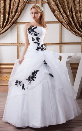 Strapless Ruffled Ball Gown With Liques And Pleats