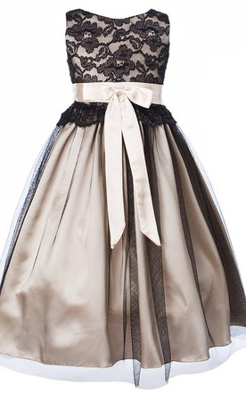Sleeveless Pleated A-line Dress With Lace Bodice