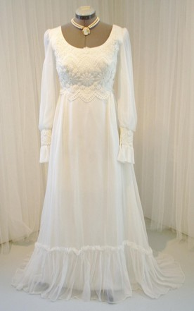 Vintage Long Sleeve Scoop Neck Chiffon and Lace Wedding Dress