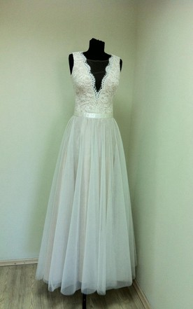 V-Neck Sleeveless Long A-Line Tulle Dress With Lace Bodice