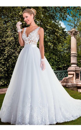 d9cb65ac1f Delicate V-neck Tulle Lace Wedding Dress Appliques Sweep Train ...