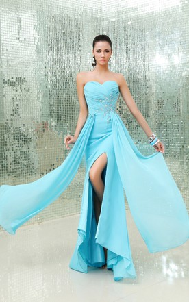 Detailed Sweetheart Sleeveless Crystal Chic Gown With Side Split