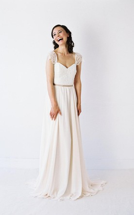 Two Toned Sweetheart Neck Pleated Chiffon Wedding Dress With Delicate Lace Sleeves