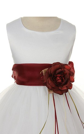 Sleeveless A-line Dress With Pleats and Flower