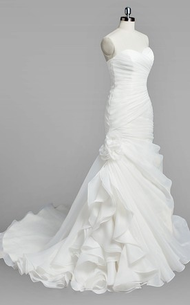 Sweetheart Mermaid Organza Wedding Dress With Ruching and Ruffles