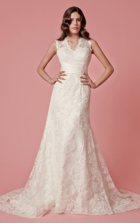 Classic V-neck Lace-appliqued Slim Gown With Keyhole Back