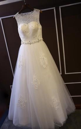 c7e4e14b3df8 Elegant Sleeveless Lace Wedding Dress 2018 Tulle Floor Length ...