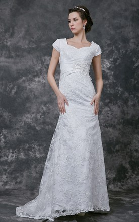 Breathtaking Sweetheart Lace-appliqued and English Net Gown With Ruched BAnd