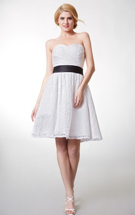 Sweetheart Knee-Length Lace Bridesmaid Dress