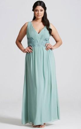 Bridesmaid Dresses For Larger Ladies | Plus Size Bridesmaid Dresses ...