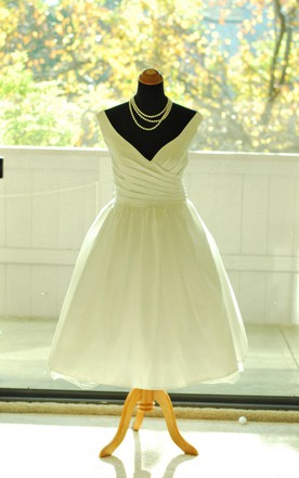 Tea-Length V-Neck Tulle Weddig Dress