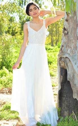 V-Neck Sleeveless A-Line Chiffon Wedding Dress With Lace Bodice