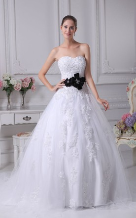 Elegant Sweetheart A-Line Ball Gown With Appliques and Flower