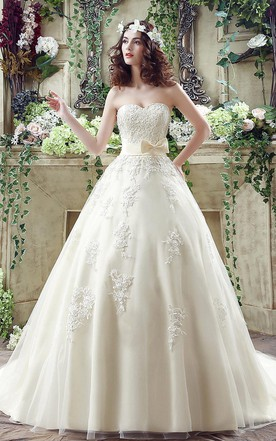 8783f03de05 Newest Sweetheart Lace Appliques 2018 Wedding Dress Bowknot Sweep Train ...