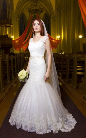 Romantic Mermaid Illusion Neckline Vintage Inspired Lace Wedding Dress With V Cutout