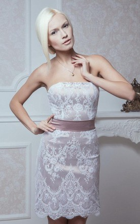 Fitted Style Lace Strapless Short Lace Wedding Dress