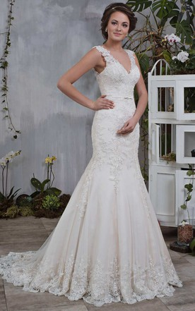 Plunged Sleeveless Mermaid Wedding Dress With Appliques And Court Train