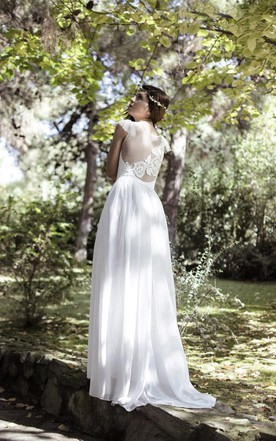 Bohemian Style Gorgeous Lace Wedding Gown With Cap Sleeves