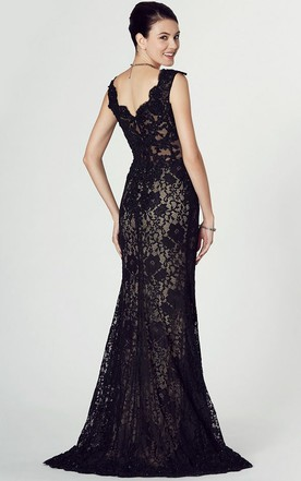 Floor Length V Neck Appliqued Sleeveless Lace Prom Dress With Split Front