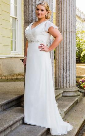Wedding Dresses for Plus Size Women: Strapless, Sleeved & More ...