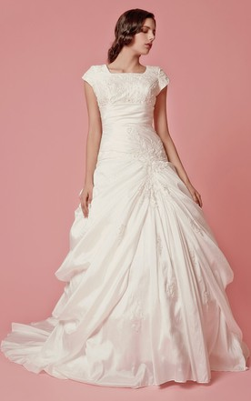 Vintage Short Sleeve Ball Gown Wedding Dress