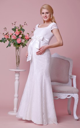 Allover Lace Cap-sleeved Sheath Maternity Wedding Dress With Squared Neck and Back