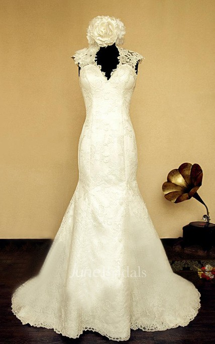 Queen Anne Keyhole Back Mermaid Lace Wedding Dress With Flower And Button
