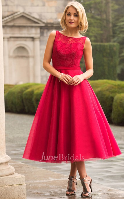 Tea-Length A-Line Lace Bateau Neck Sleeveless Tulle Bridesmaid Dress
