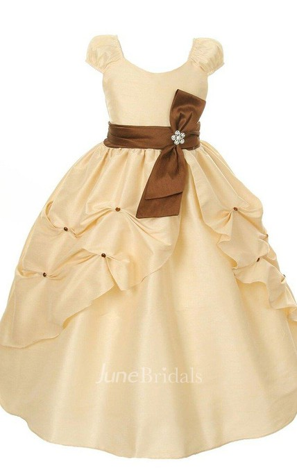 Short-sleeved A-line Dress With Pleats and Bow