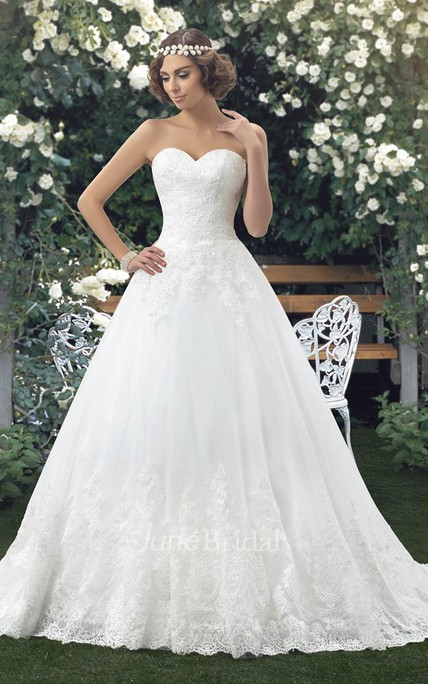 Sweetheart Ball Gown Lace Appliqued Sleeveless Wedding Dress With Buttons