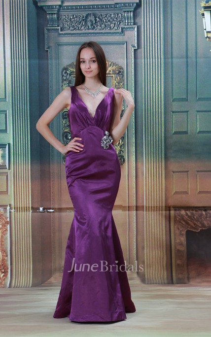 plunged sleeveless mermaid satin dress with broach