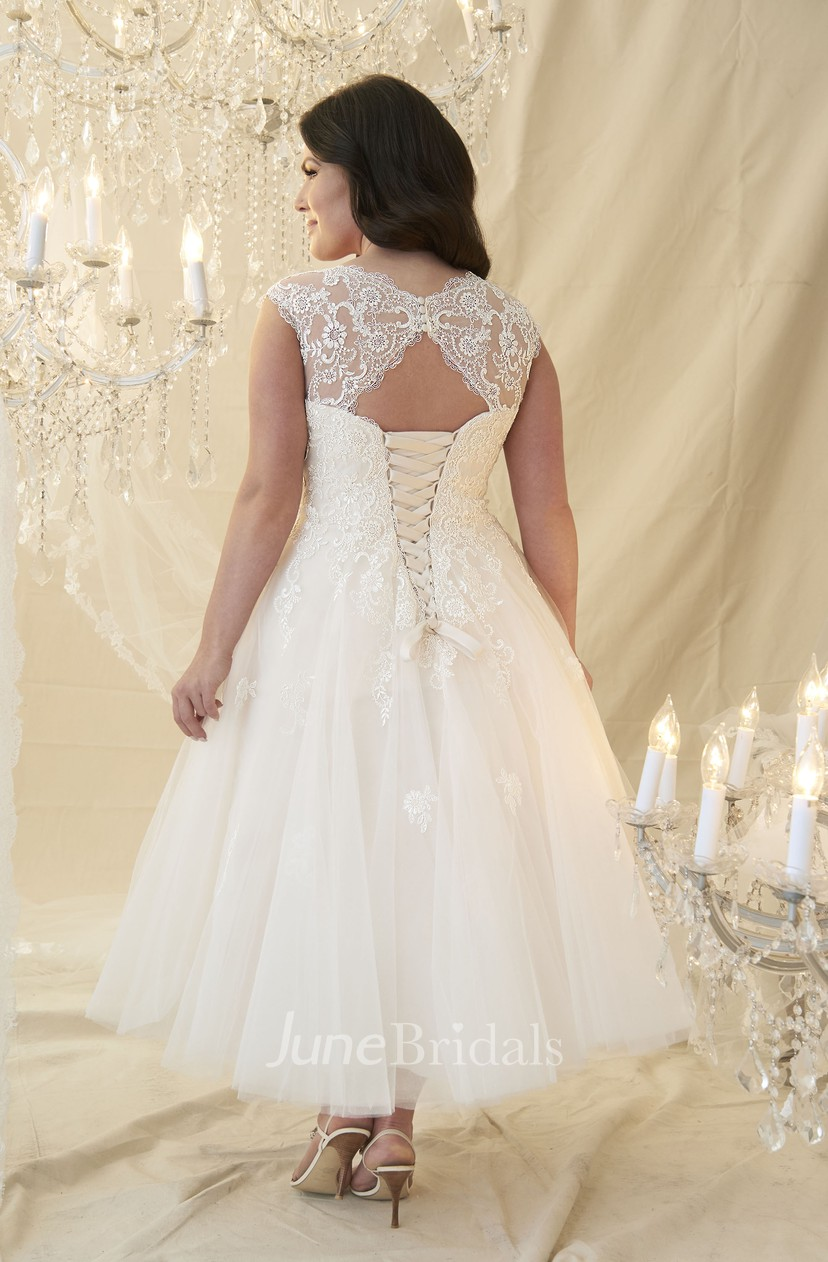 A-Line Tea-Length Scoop-Neck Cap-Sleeve Lace&Tulle Plus Size Wedding Dress  With Appliques And Keyhole